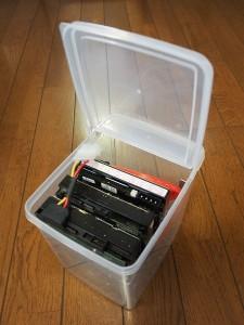 フタが立つ HDDケース