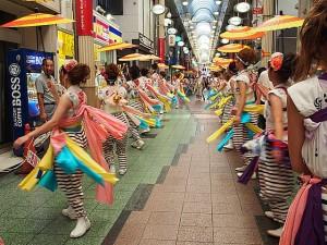 天神橋筋商店街 傘踊り