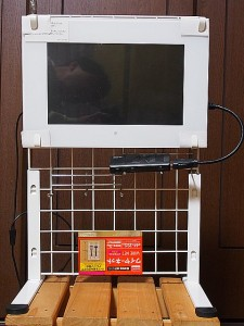 デジタルフォトフレーム モニタースタンド-正面