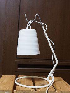 電球型LEDナイトライトをバナナスタンドに設置