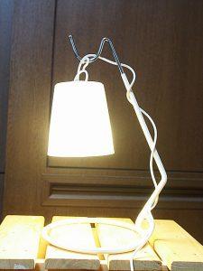 電球型LEDナイトライトをバナナスタンドで点灯