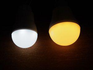 USB LED電球 昼光色 点灯時